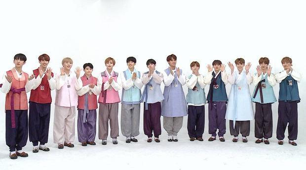 SEVENTEEN xuất hiện đầy điển trai trong chương trình với những bộ Hanbok truyền thống.