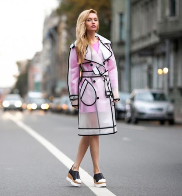 Với những thiết kế áo mưa thời thượng này thì các nàng sành điệu không còn phải ác cảm mỗi khi mùa mưa về nữa nhé.