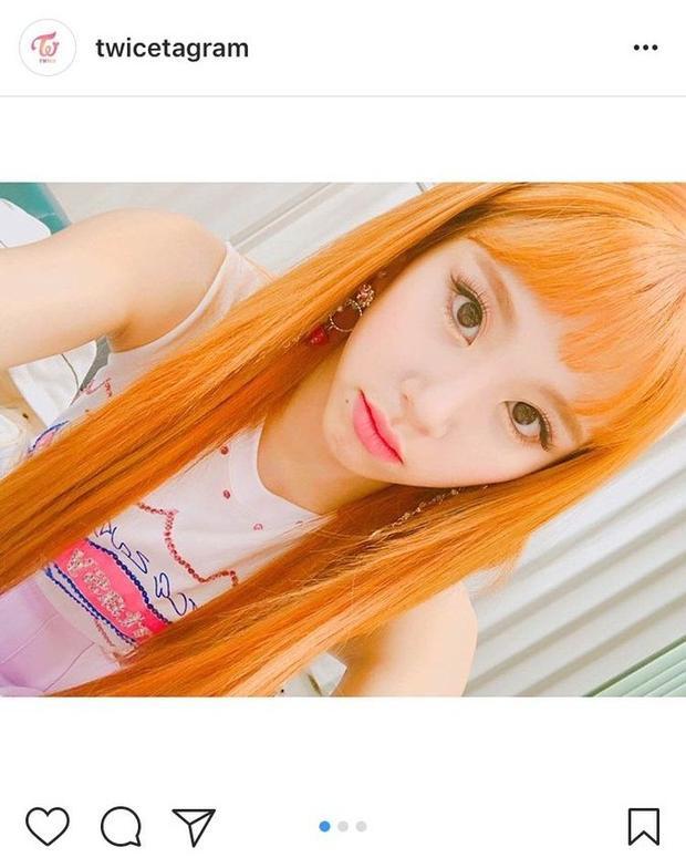 Fan BlackPink ném đá Chaeyoung (TWICE) thậm tệ vì dám để màu tóc giống Lisa