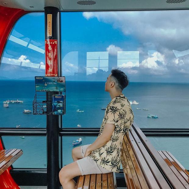 Toàn bộ hệ thống cáp treo có hai nhà ga, 69 cabin, mỗi cabin có sức chứa 30 khách. Cáp treo Hòn Thơm rút ngắn thời gian di chuyển của du khách từ An Thới tới Hòn Thơm xuống còn 15 phút thay vì 30 phút di chuyển bằng cano trên biển. Trên các cabin đều có wifi, hệ thống điện chiếu sáng ban đêm.