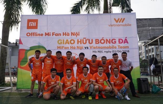 Trong khi các cầu thủ đội Vietnamobile chọn cho mình sắc cam rực rỡ trong ngày ra quân.