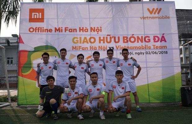 Đội Xiaomi tái hiện lại tinh thần của tuyển Việt Nam qua bộ đồng phục thi đấu màu trắng.