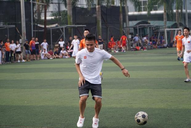 """Quang Hải tái hiện lại cú sút """"cầu vồng tuyết"""" ấn tượng trong VCK U23 Châu Á."""