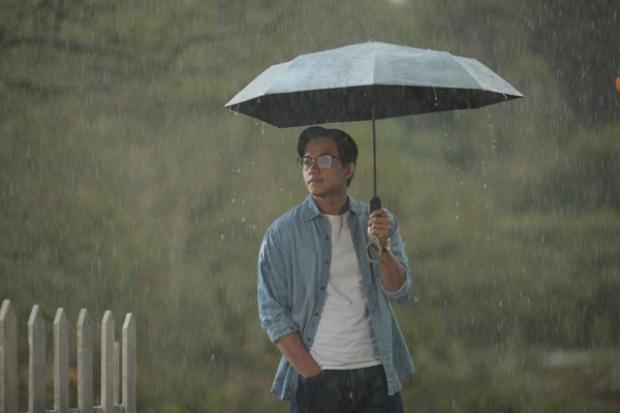 Điểm lấn cấn khiến khán giả ngu ngơ lạc lối với 'Em gái mưa' bản điện ảnh