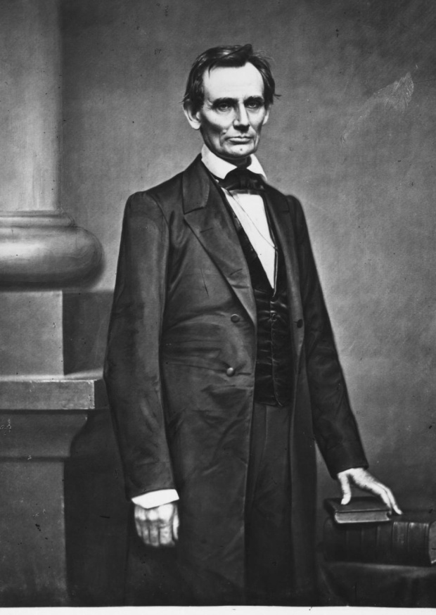 28. Tổng thống Abraham Lincoln là một bartender (người pha chế) được cấp phép. Ông cũng là người đồng sử hữu quán bar Berry và Lincoln ở Illinois. Ảnh: Rischgitz/Getty Images
