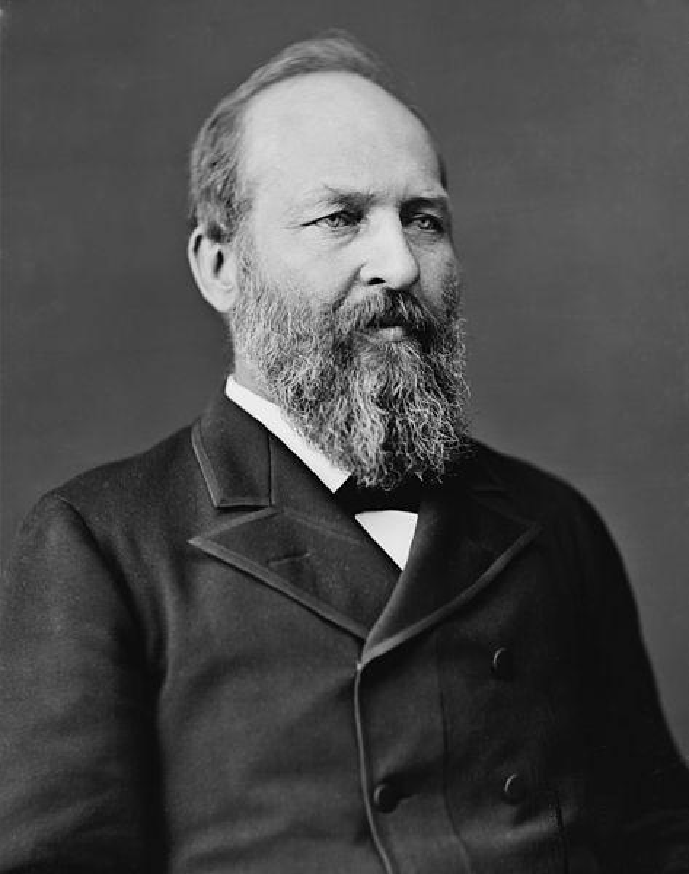 29. James Garfield là Tổng thống đầu tiên được dùng điện thoại, khi ông nói chuyện với Alexander Graham Bell cách xa 21 km. Ảnh: Thư viện Quốc hội Mỹ