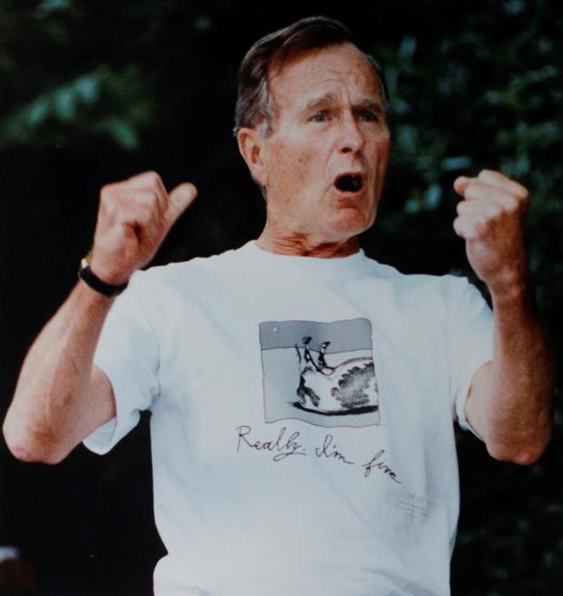 """42. Ông George H.W. Bush đã góp phần sáng tạo ra một chữ cái Nhật Bản """"Bushusuru"""", có nghĩa là """"hành động như ông Bush"""" ám chỉ khi ông đã bị nôn ngay trong bữa tối với Thủ tướng Nhật Bản năm 1992. Ảnh: REUTERS/Win McNamee."""