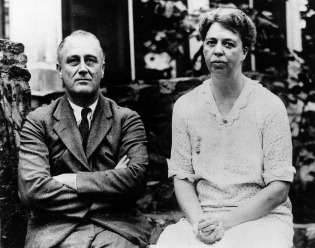 48. Franklin D. Roosevelt và phu nhân Eleanor là anh em họ. Theodore Roosevelt là người chú và đã dắt tay bà Eleanor trong thánh đường khi hôn lễ được tổ chức. Bởi vậy sau khi kết hôn, bà Eleanor cũng không cần thay đổi tên họ. Ảnh: Keystone/Getty Images