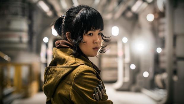Nhiều sao Hollywood lên tiếng bảo vệ diễn viên gốc Việt Kelly Marie Tran sau khi bị fan Star Wars đả kích
