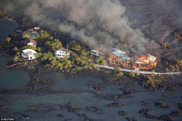 Tối 4/6, núi lửa Kilauea ở Hawaii đã phá hủy hàng trăm ngôi nhà chỉ trong vòng một đêm, trong đó có ngôi nhà thứ hai của thị trưởng quận Big Island Harry Kim. Tuy nhiên, nhà của thị trưởng Harry chỉ là một trong ít nhất 159 ngôi nhà ở bãi biển Kapoho và Vacationland bị nhấn chìm.