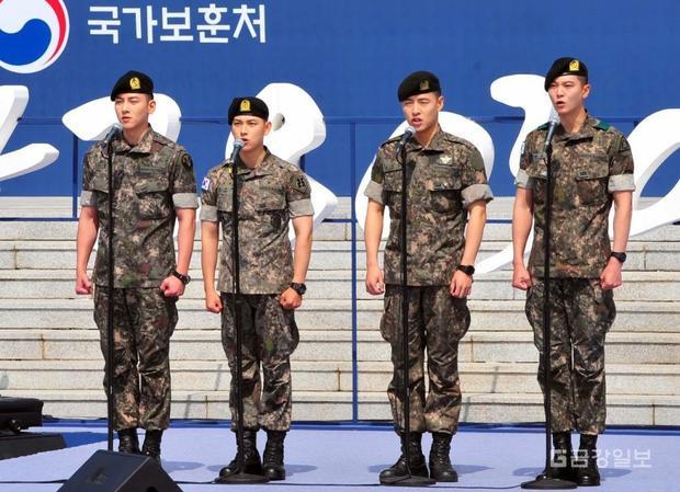 Theo thứ tự từ trái sang phải: Ji Chang Wook, Im Si Wan (Ze:a), Kang Ha Neul và Joo Won.