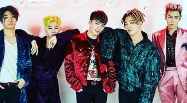 G-Dragon, Seungri và Teayang của BIGBANG đang dùng iPhone X trong khi đó T.O.P lại chọn chiếc iPhone 7 Plus phiên bản màu đen. Daesung có lẽ vẫn chưa thích nâng cấp smartphone của mình khi anh vẫn chọn dùng iPhone 6s.