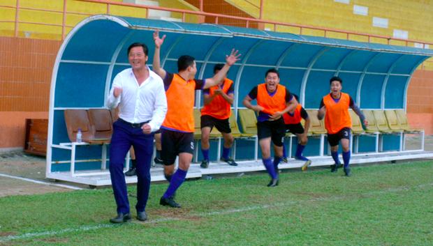 Cựu danh thủ Lê Huỳnh Đức tham gia trong phim với vai trò HLV đội tuyện tỉnh, anh cũng là nguồn cảm hứng của bộ phim.