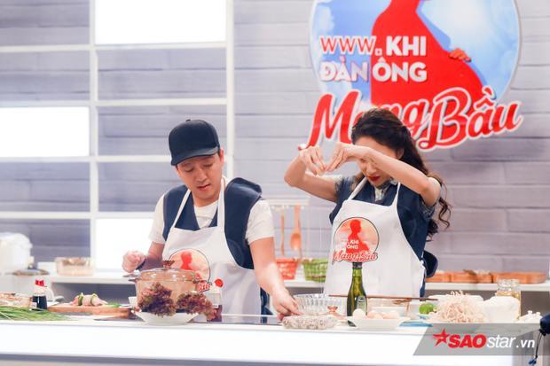 Trường Giang thạo việc bếp núc bao nhiêu thì Hương Giang hoàn toàn ngược lại.