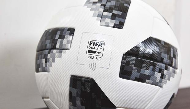 Biểu tượng NFC tương tự biểu tượng sóng Wi-Fi trên trái bóng.