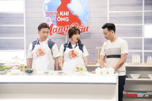 Chưa bao giờ vào bếp, Trấn Thành - Hari Won vô cùng hoang mang trước thử thách của chương trình.