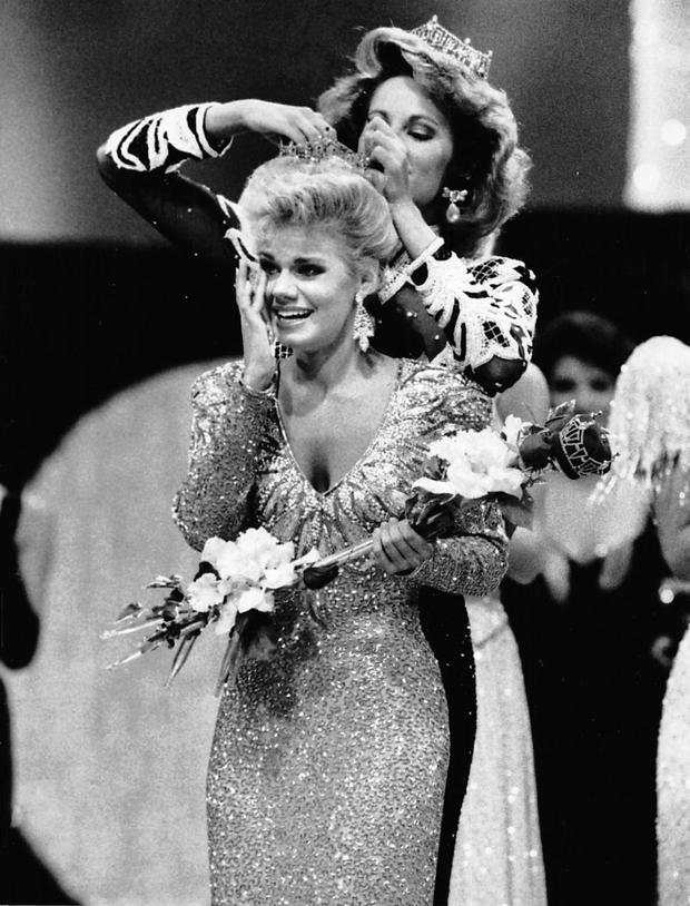 Gretchen Carlson từng đăng quang hoa hậu năm 1989 và từ đó đến nay, cô đã có nhiều hoạt động tích cực để kêu gọi nữ quyền bình đẳng cho các cô gái.