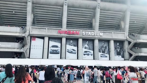 Đây là sân vận động có sức chứa lớn nhất Nhật Bản cho đến thời điểm hiện tại.