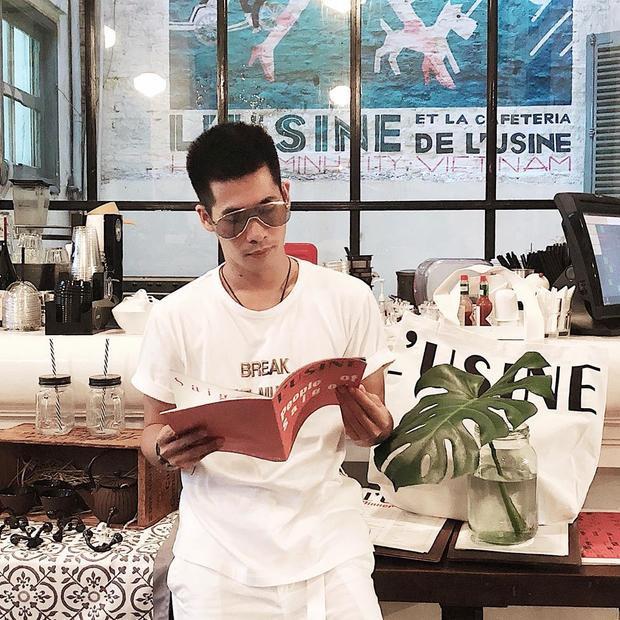 Khác với nhiều stylist có xuất phát điểm với tiềm lực tài chính vững chắc. Travis Nguyễn đến với nghề từ con số 0.