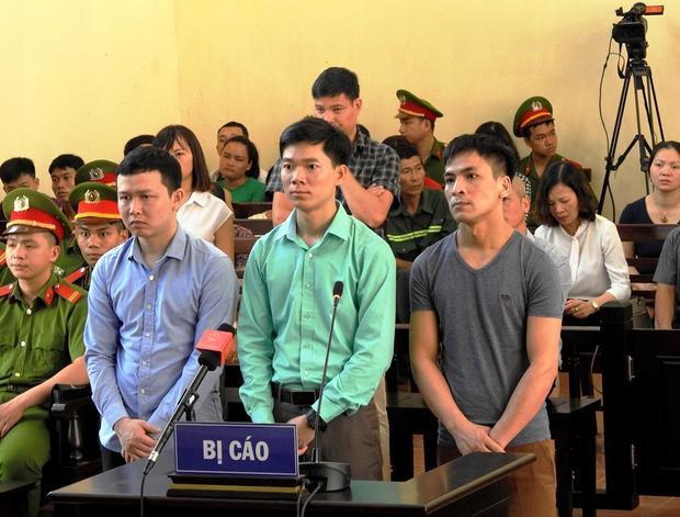 Phiên tòa xét xử bác sĩ Hoàng Công Lương.
