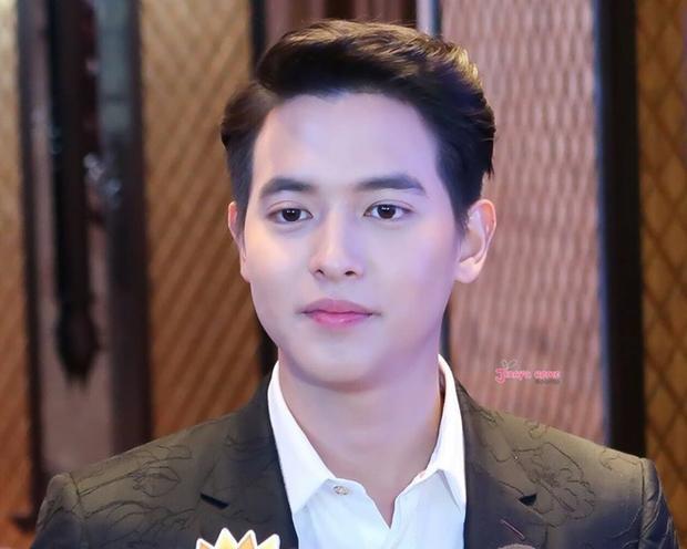 Cứ nghĩ 'Hoàng tử nụ cười' Thái James Jirayu đồng tính nhưng hóa ra anh đã có bạn gái từ lâu rồi