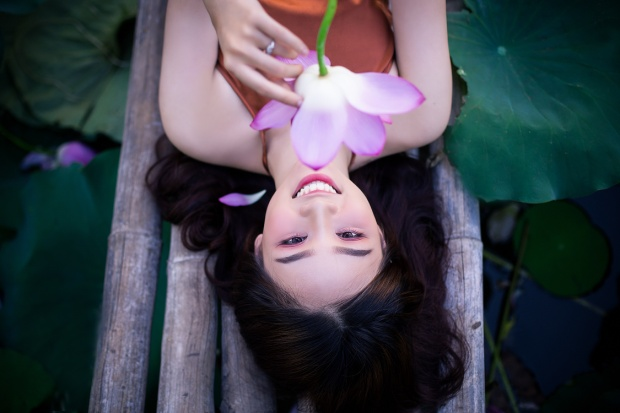 """Sở hữu gương mặt khả ái, nụ cười """"như mùa thu toả nắng"""", thiếu nữ khiến nhiều người say đắm."""