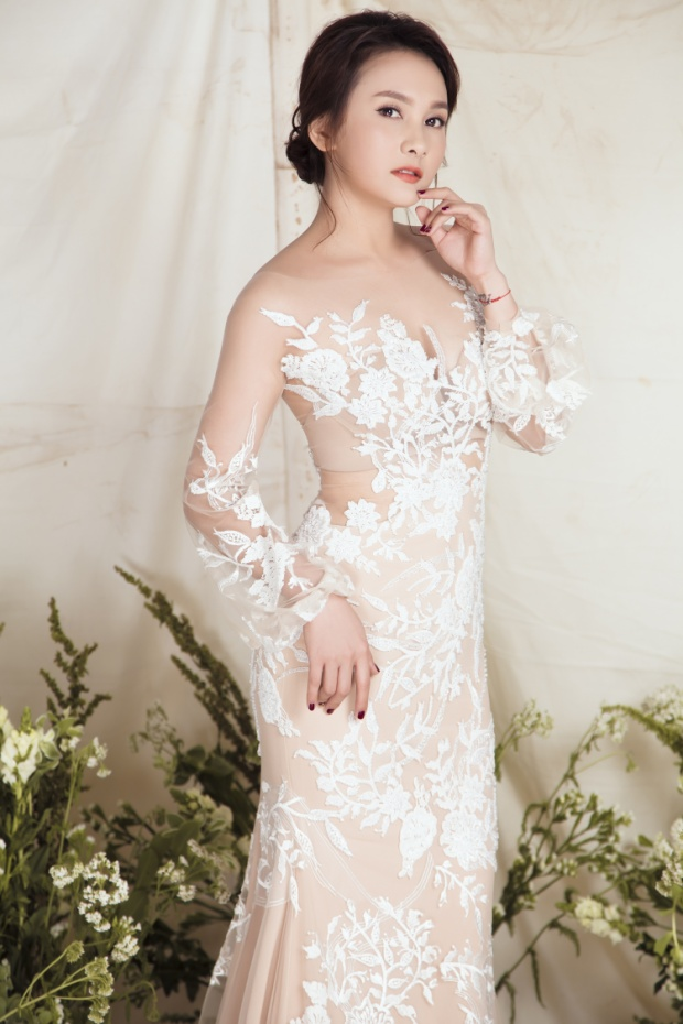 Nàng dâu quốc dân Bảo Thanh diện váy xuyên thấu khoe đường cong quyến rũ