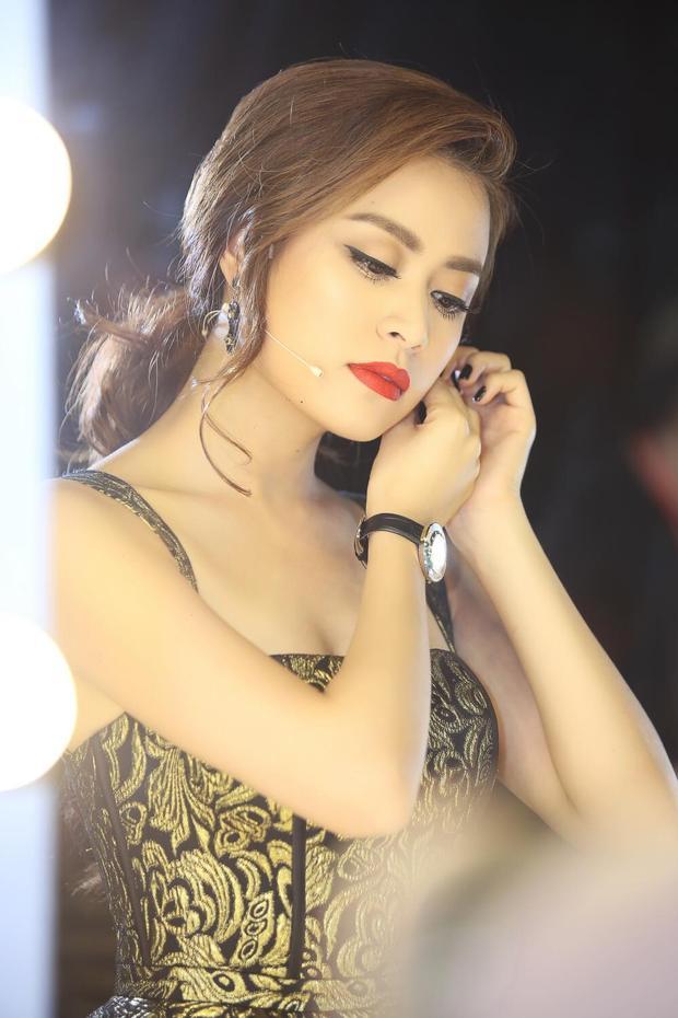 Scandal bất ngờ khiến người đẹp lao đao, tưởng như chẳng thể trở lại làng giải trí Việt.