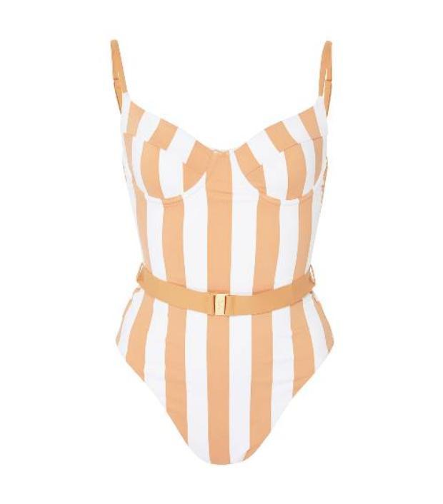 Từ bikini đến đồ tắm một mảnh, trong mùa hè năm nay, các thương hiệu đã tung ra rất nhiều thiết kế, đủ mọi kiểu dáng để sẵn sàng phục vụ chị em.