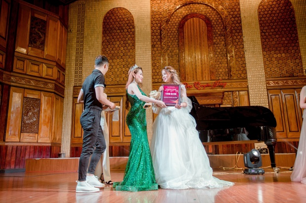 Tại sự kiện, Mon 2k ngoài vai trò là khách mời đặc biệt, cô còn được vinh dự lên trao kỷ niệm chương và bằng khen cho thí sinh đạt giải Người đẹp truyền cảm hứng.