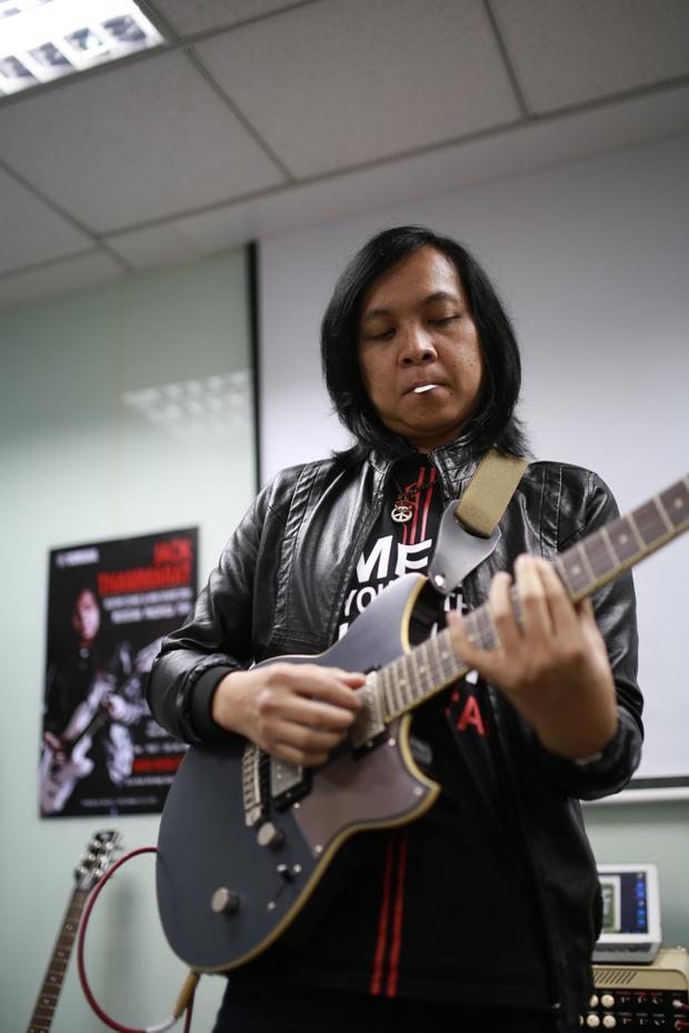 Trong chương trình, Jack Thammarat sẽ chơi 7 bài chính và cũng sẽ chơi một vài bài rock cổ điển với ban nhạc.