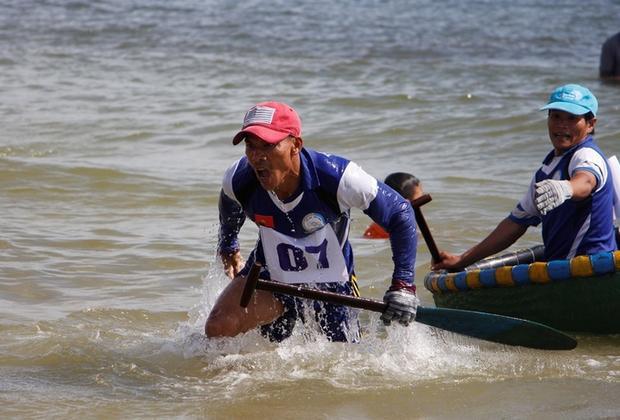 Tay đua đội Tân Thành (xã Quảng Công) nỗ lực về đích sớm.