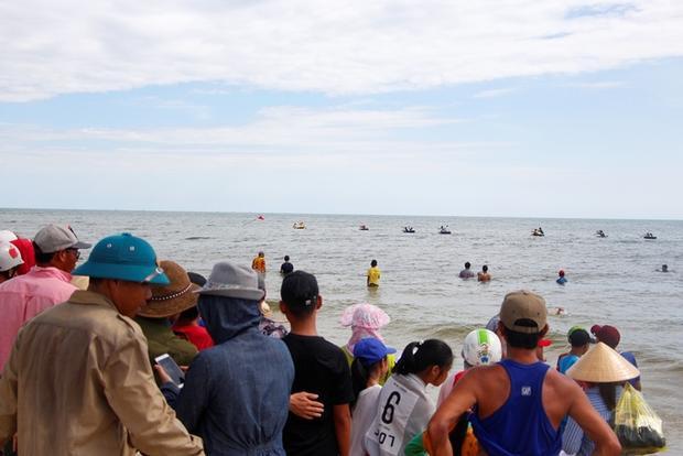 Cuộc đua thuyền thúng trở thành một ngày hội của ngư dân vùng bãi ngang. Giải đua không nặng về vật chất, phần thưởng là những món đồ yêu thích ngày thường của ngư dân.