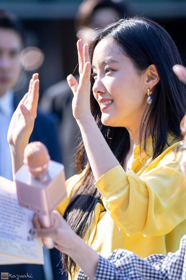 Dù sinh nhật là vào ngày 30/5 nhưng đến 3/6, Hyomin mới có thể tổ chức một bữa tiệc thân mật với 100 người hâm mộ may mắn.