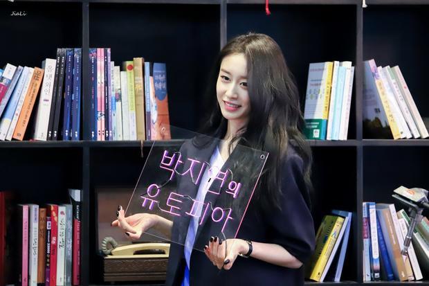 Jiyeon sinh nhật vào ngày 7/6 nhưng vào hôm 2/6 cô nàng đã làm một buổi gặp mặt với các fan, thậm chí là còn sớm hơn cả Hyomin một ngày.