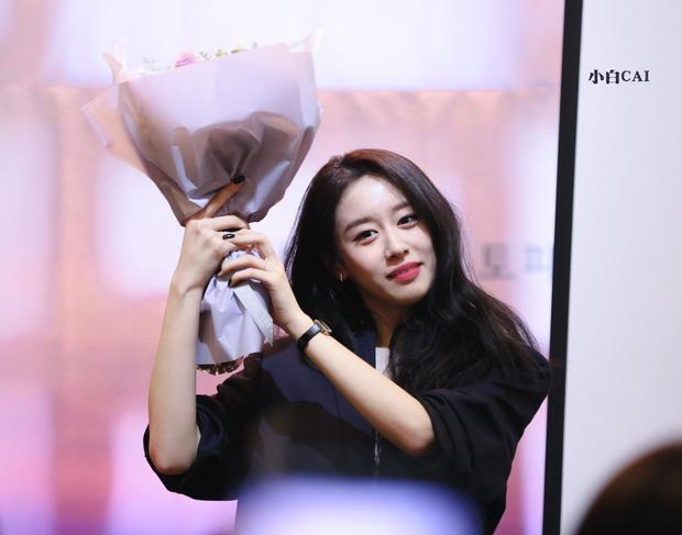Đoạn ghi âm chúc mừng sinh nhật mà Jiyeon dành cho fan càng có giá trị hơn khi Jiyeon đã đọc rõ tên từng người trong từng USB, có nghĩa 50 bạn tham gia sẽ có 50 phiên bản khác nhau của ghi âm này. Jiyeon biết tên từng fan đến dự vì danh sách người tham gia được quản lí rất chặt chẽ từ phía công ty.
