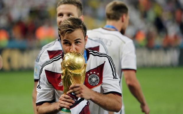 Mario Gotze và chiếc cup vô địch