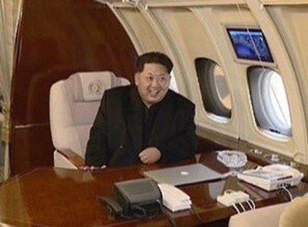 Hình ảnh ông Kim Jong-un cùng một chiếc MacBook Pro trên bàn làm việc từng khiến nhiều người cảm thấy thích thú.