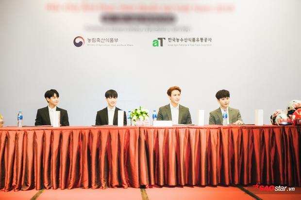 Các thành viên Highlight gồm Yang Yoseob, Lee Gikwang, Song Dongwoon, Yong Junhyung có mặt tại sự kiện fan-meeting ở Hà Nội.Riêng trưởng nhóm Yoon Doojoon vắng mặt do bị hạn chế xuất cảnh bởiluật nghĩa vụ quân sự mới.