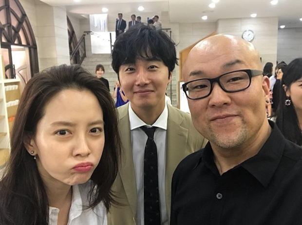 Được biết, Jung Il Woo lần đầu xuất hiện sau scadal đồng cảm với nam diễn viên quá cố Jo Min Ki (người bị tố cáo vì tội quấy rối tình dục) vào tháng 3. Bên cạnh đó, anh phải xoá toàn bộ hình ảnh đăng trên Instagram và không cập nhật thêm bất cứ tin tức gì.