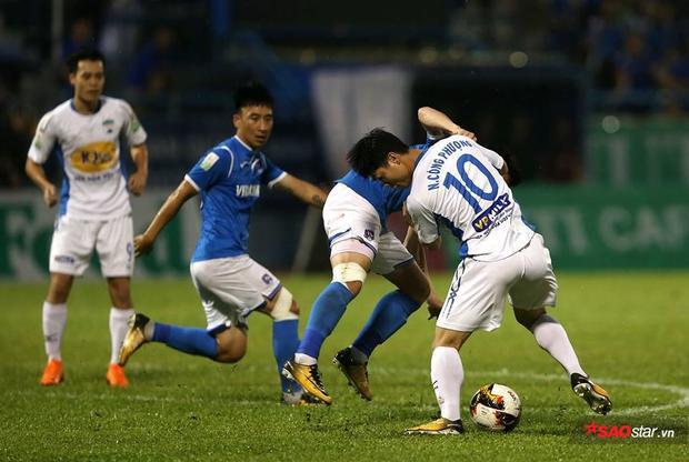 Hàng công của HAGL chơi bế tắt trước Quảng Ninh.