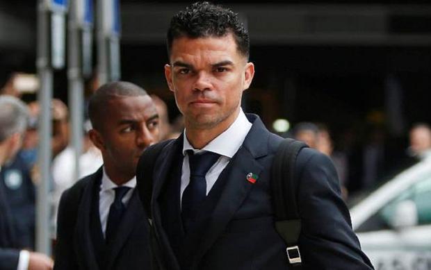 """""""Gã đồ tể"""" Pepe nhận được sự chú ý từ đám đông người hâm mộ."""