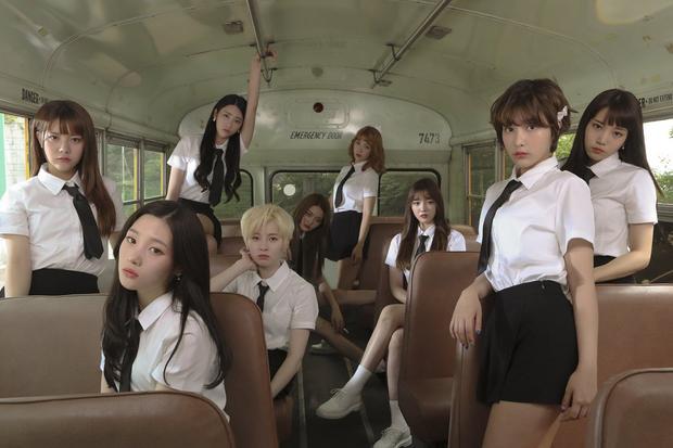 """Bởi tâm điểm tháng 7 đã thuộc về """"cuộc chiến"""" của bộ 3 BlackPink - TWICE - Apink và những tên tuổi khác như Wanna One, BTS… Vì vậy làm sao DIA có thể thu hút sự chú ý về mình."""