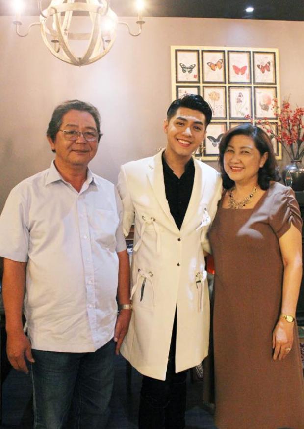 Gia đình hạnh phúc của nam ca sĩ.