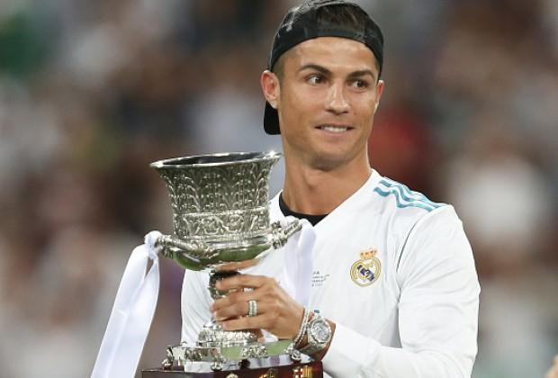 Với chiều cao 1m87, CR7 hiện là cầu thủ được mệnh danh là soái ca sân bóng thế giới.