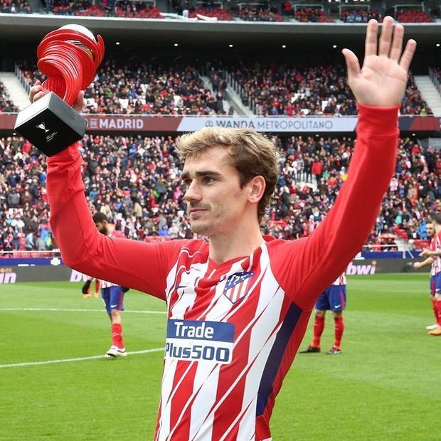 Antoine Griezmann là một cầu thủ bóng đá chuyên nghiệp người Pháp đang chơi cho câu lạc bộ Atlético Madrid chủ yếu ở vị trí tiền đạo.