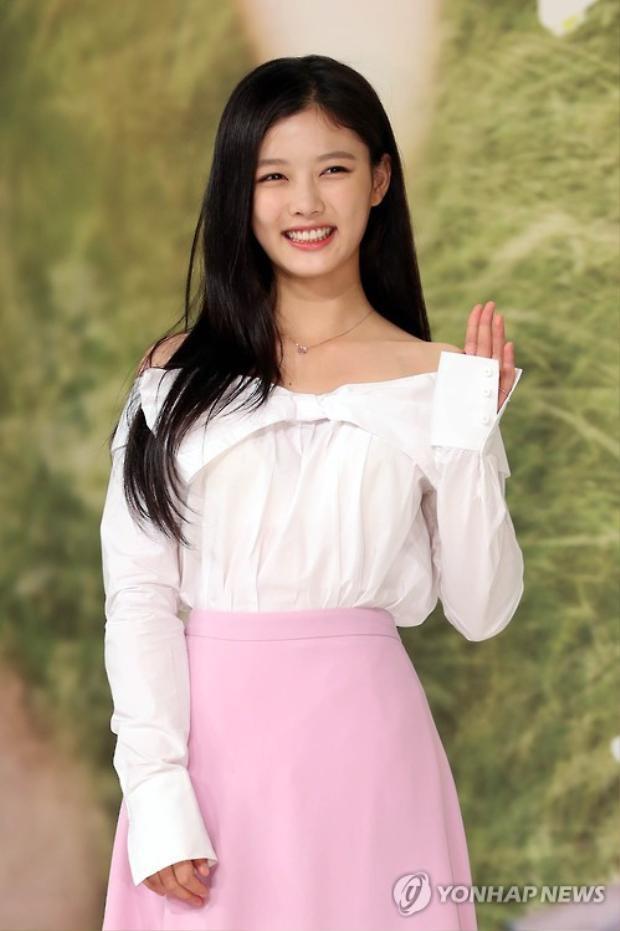 Không phải Ahn Hyo Seop, Yoon Kyun Sang mới là người sánh đôi với Kim Yoo Jung trong tác phẩm mới!