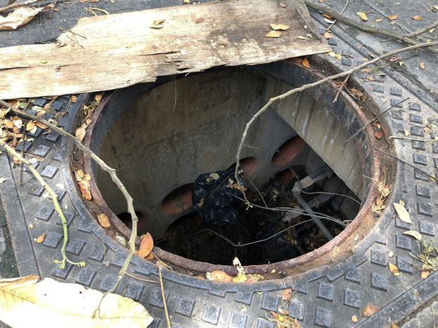 Những hố ga bị mất nắp tiềm ẩn nguy cơ gây họa cho người đi bộ
