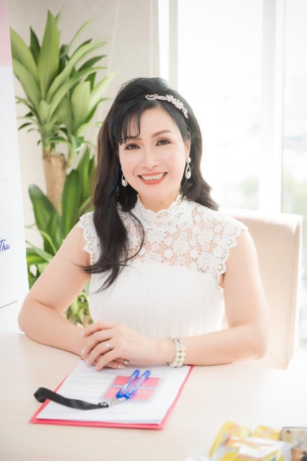 Hoa hậu Việt Nam 1988 - Bùi Bích Phương - tiếp tục đảm nhận vai trò giám khảo lần thứ 3 sau hai năm 2008, 2012. Sau 20 năm đăng quang Hoa hậu Việt Nam, người đẹp họ Bùi đã có sự thay đổi khá nhiều về nhan sắc, song cô vẫn thu hút và rạng rỡ không kém những Hoa hậu đàn em.