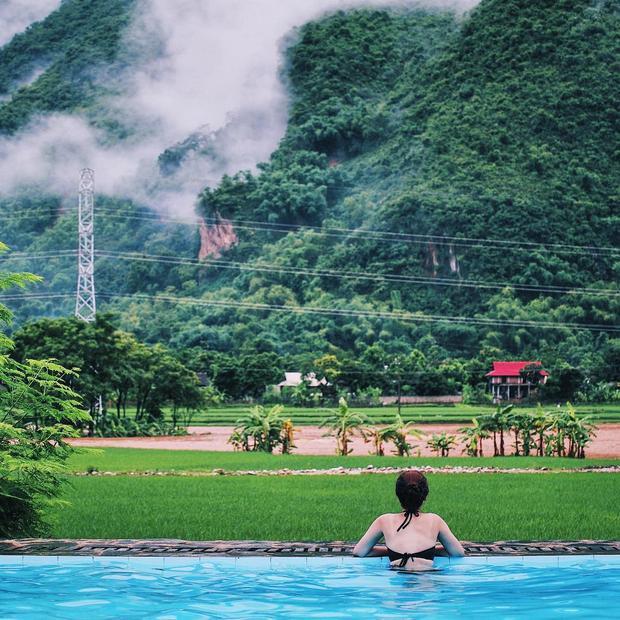 Mê đắm với những bể bơi vô cực hút mắt cho ngày nắng nóng đổ lửa ở miền Bắc